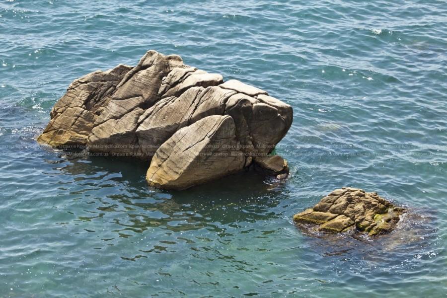 Скалы в Малореченском