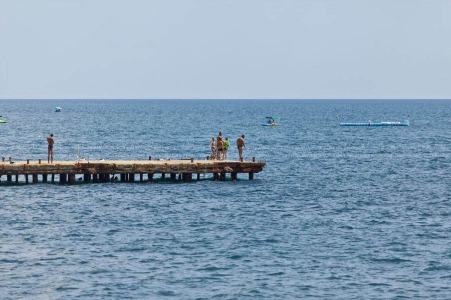Чистое море в поселке Малореченское