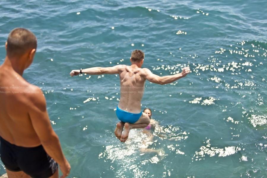 Прыжки в море в Малоречке