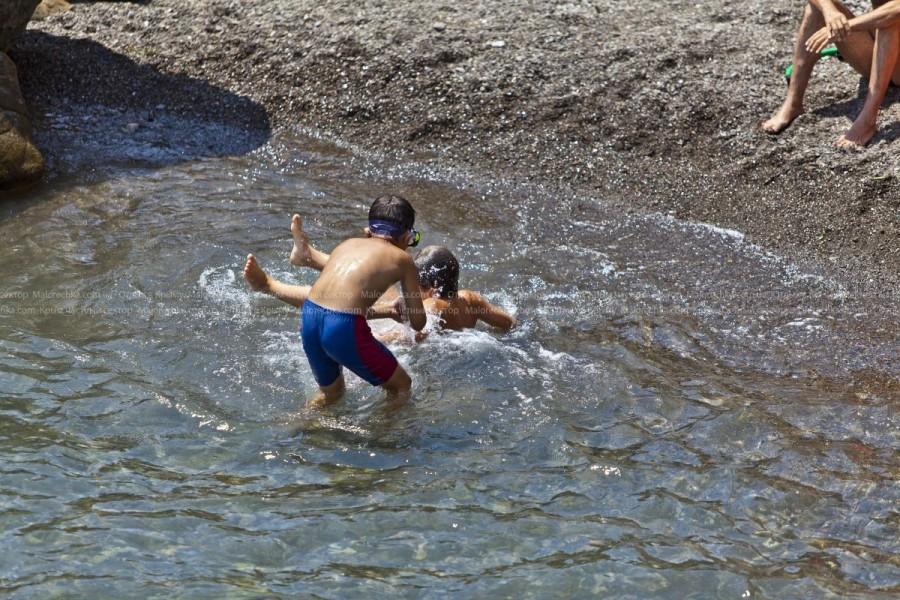 Плавание туристов на море в Малореченском