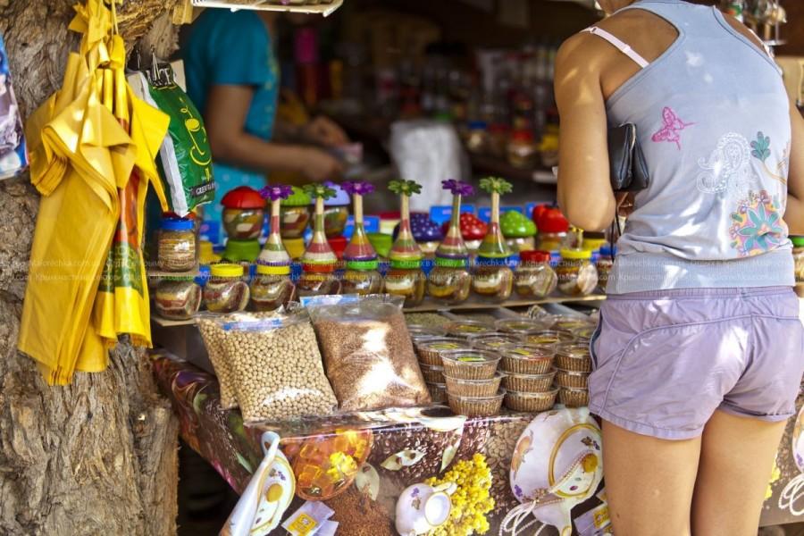 Восточные приправы на рынке в Малоречке