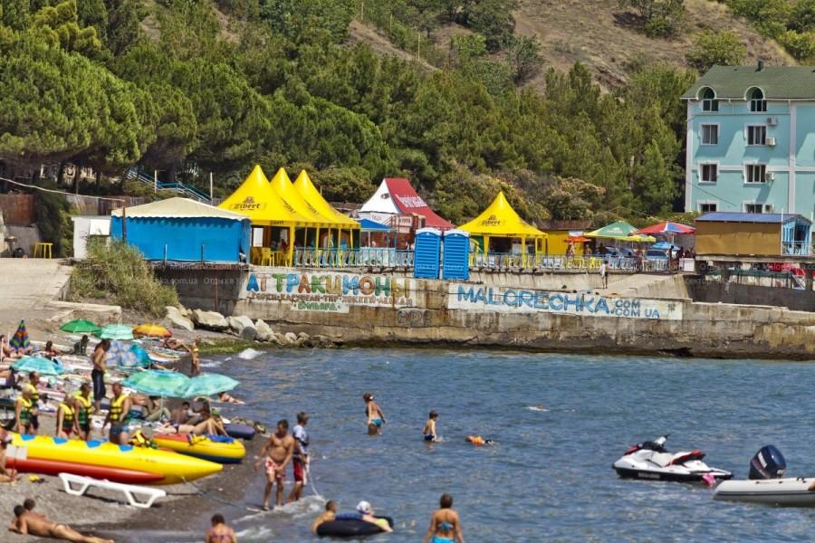 Пляж курорта Малореченское