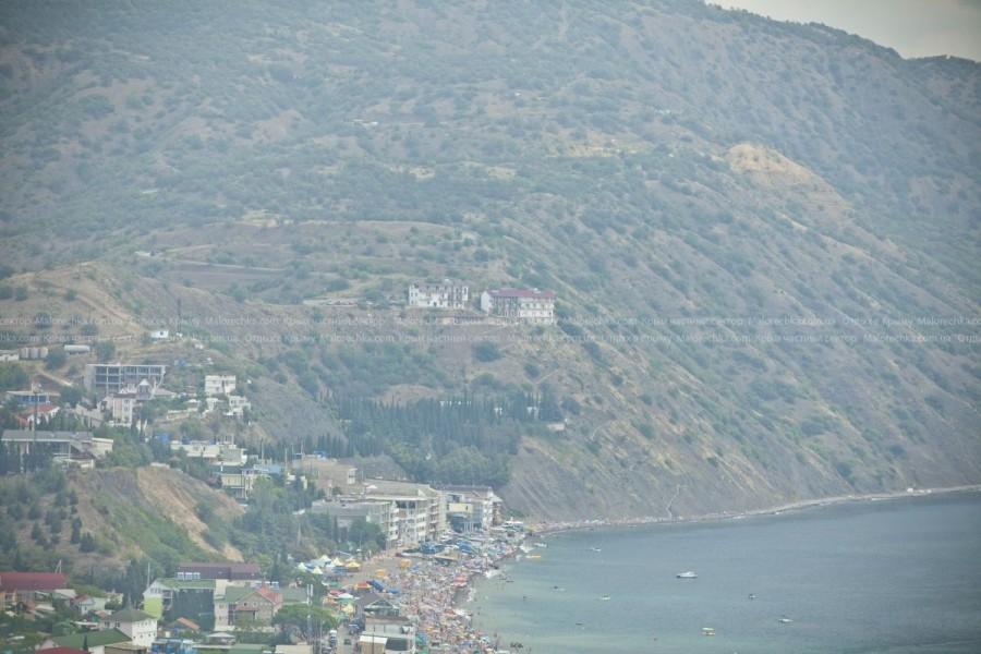 Вид на пляж Рыбачьего сверху