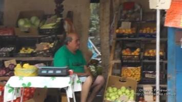 Вино и фрукты в поселке Рыбачье