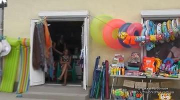 Магазинчики на улицах поселка Рыбачье