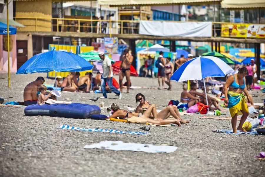 Отдых на пляже в Рыбачьем