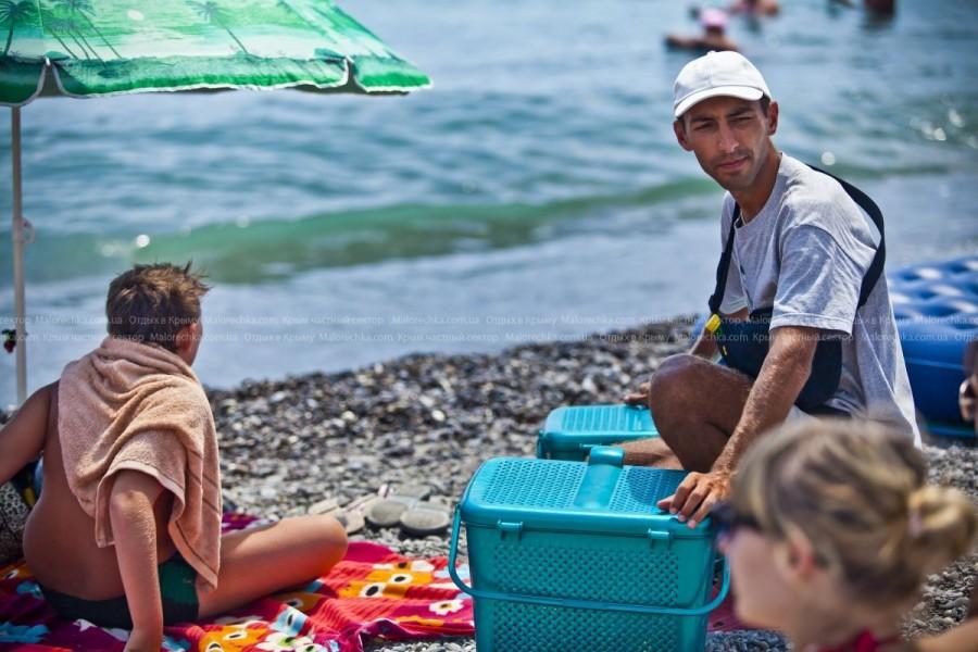 Жизнь на пляже в Рыбачьем