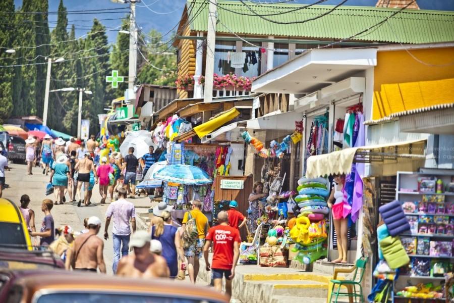 Аллея с магазинами в Рыбачьем