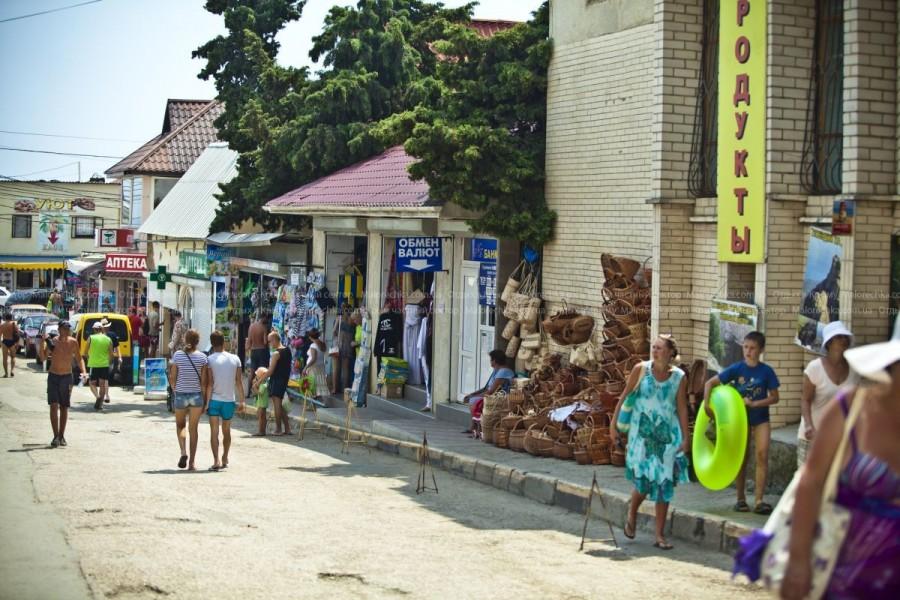 Непродовольственные товары на рынке в Рыбачьем