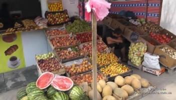 Овощи, фрукты и ягоды в ларьках поселка Рыбачье