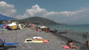 Отдых в палатках на берегу поселка Рыбачье