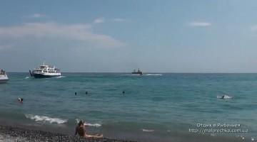 Берег моря в поселке Рыбачье